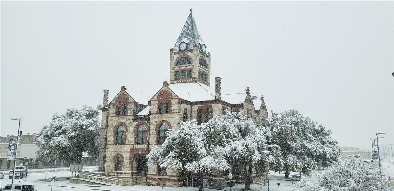 Erath County Courthouse with Snow Jan 10, 2021 (JPG)
